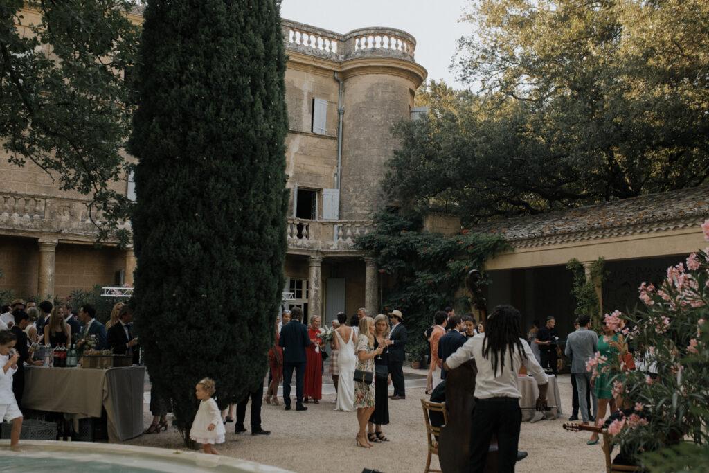 modern alfresco wedding in a french chateau Coralie Monnet 75